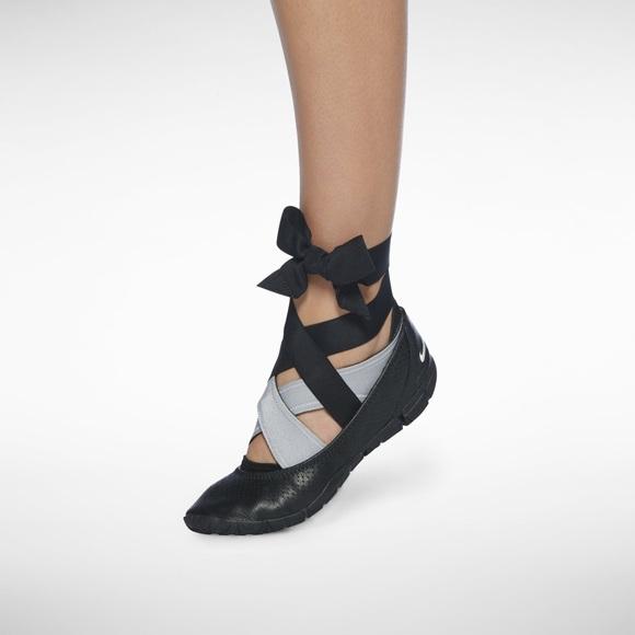 dbc8f5173e9717 Nike studio wrap pack yoga black leather size 7.5